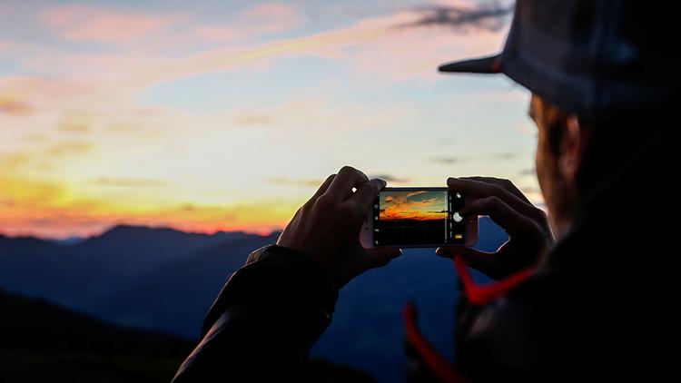¿Por qué su móvil funciona mejor en una mano que en la otra?