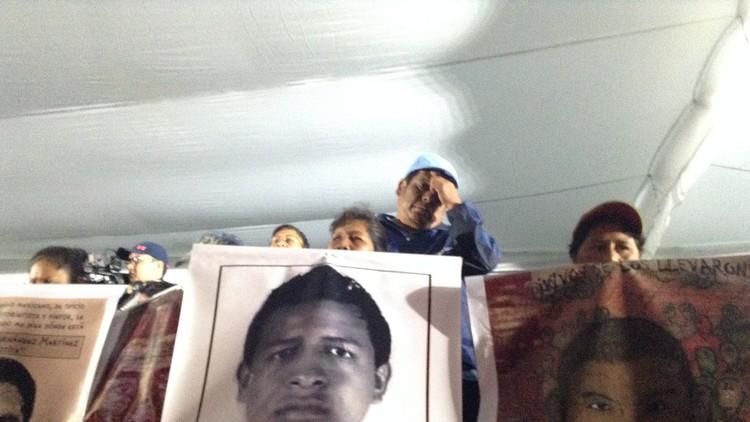 Una revista 'quema' la versión oficial sobre la muerte de los normalistas de Ayotzinapa