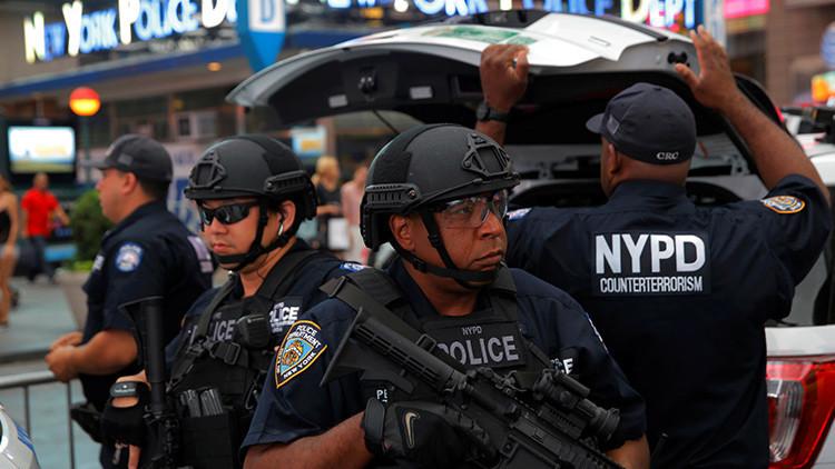 Dos policías y un exdetective son atacados con un cuchillo de carnicero en el centro de Nueva York