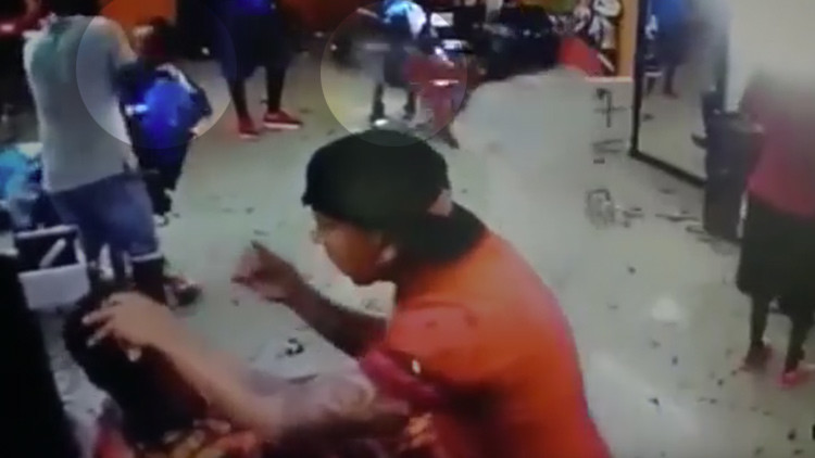IMÁGENES EXPLÍCITAS: Matan a un hombre mientras era atendido en una peluquería en Colombia