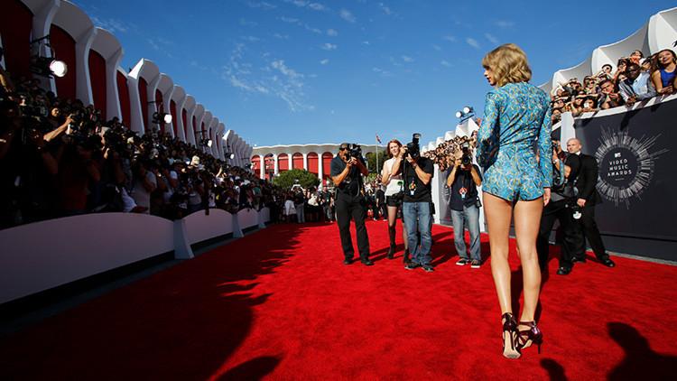 Taylor Swift llega a la gala MTV Music Video Awards de 2014