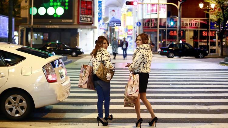 El país donde el número de jóvenes solteros y vírgenes genera alarma social