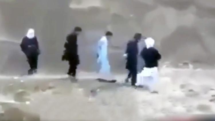 'Morir matando': prisionero del Estado Islámico logra escapar antes de ser ejecutado (video)