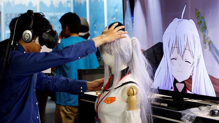 """Presentan en Japón a una chica virtual """"de la que se podrá enamorar"""" (fotos)"""