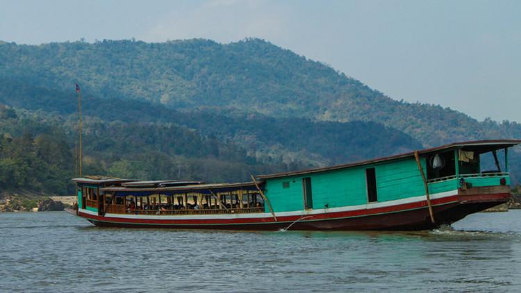 Al menos 13 muertos y decenas de atrapados bajo el agua al hundirse un barco en Tailandia (video)