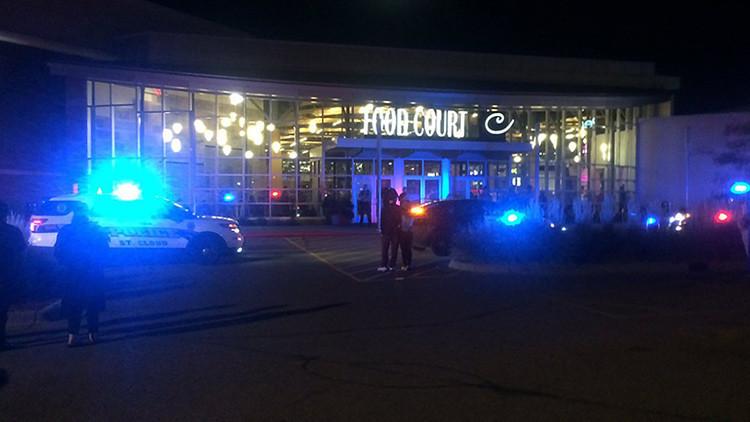 Exteriores del centro comercial Crossroads Center tras el ataque
