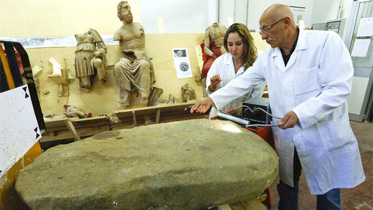 Una enorme piedra milenaria revela secretos de la cultura etrusca