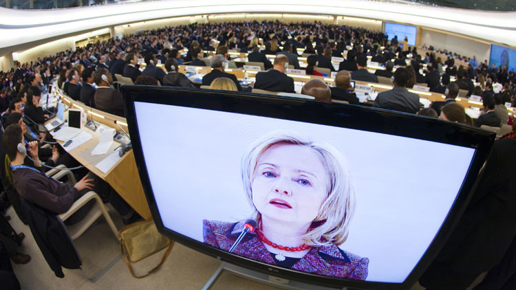 ¿Pillado?: Un técnico informático de Clinton habría pedido ayuda en Reddit para manipular correos