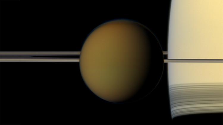 Astrónomos descubren una nueva nube 'imposible' en Titán que contradice las leyes de la física