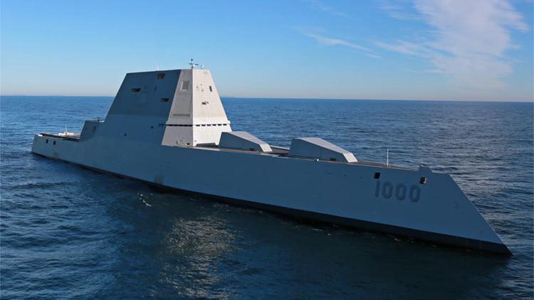 El mayor destructor de la Marina de EE.UU. jamás construido hace aguas