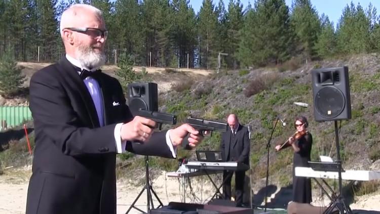 Video: Un tirador toca una pieza de Beethoven con dos pistolas