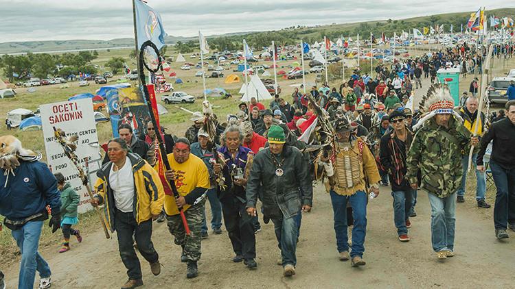 Rebelión sioux contra la 'serpiente' del oleoducto: EE.UU. vive su mayor reunión indígena desde 1876