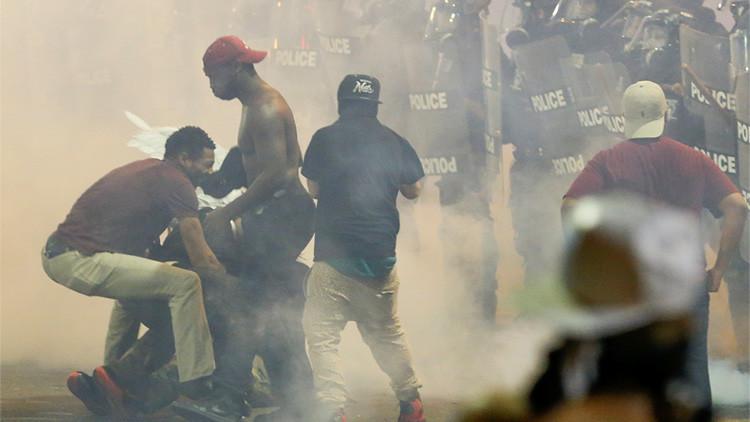 VIDEO: Atacan en directo a un periodista que cubría las protestas de Charlotte