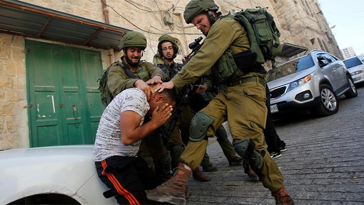 Fotos: Varios soldados de Israel golpean a un palestino desarmado en Cisjordania
