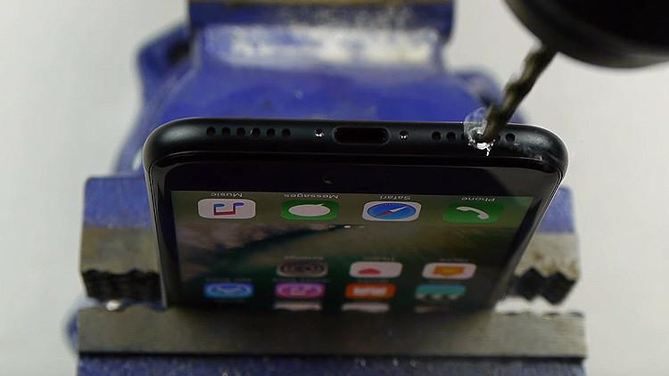 ¿Para qué los proprietarios del  iPhone 7 están perforando sus nuevos celulares?