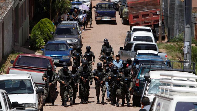 Arrestan al subcomisario de la Policía Nacional Juan Francisco Sosa por su supuesta implicación en el asesinato en 2009 del jefe antidroga Julián Arístides González.