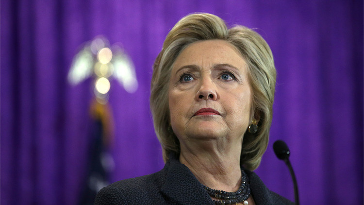 El FBI revela que Clinton olvidó un documento secreto en un hotel en Moscú