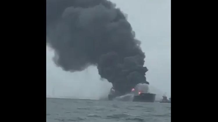 México: Explota y se incendia un buque de Pemex cerca de Veracruz (fotos y videos)