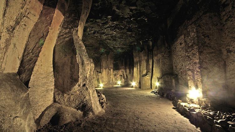 Hallan una calle misteriosa con casas diminutas y túneles secretos bajo una ciudad inglesa