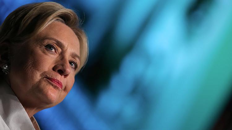 El signo de los tiempos: La gente le 'da la espalda' a Hillary Clinton (FOTOS)