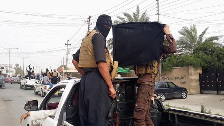 El Estado Islámico aplasta con una excavadora a siete desertores