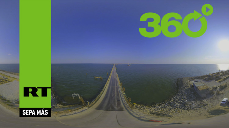 Una nueva y espectacular vista aérea en 360° del puente entre Crimea y el resto de Rusia