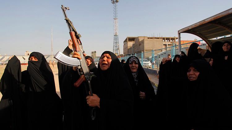 """""""Cocino sus cabezas"""": Una ama de casa iraquí lucha contra el EI para vengar la muerte de sus maridos"""