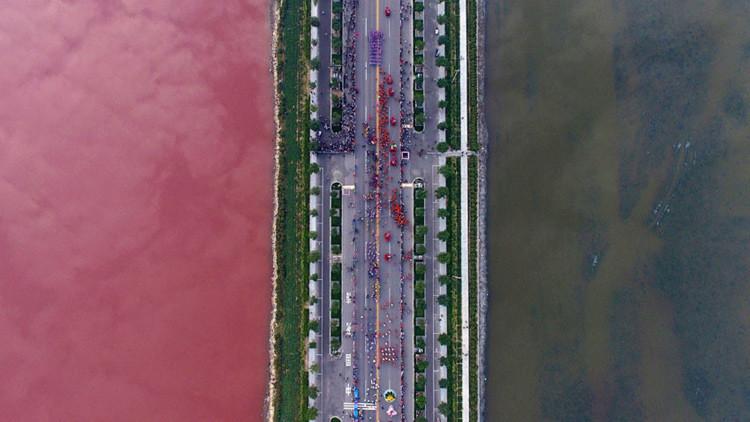 El 'mar Muerto' chino se tiñe de rojo sangre (foto, video)