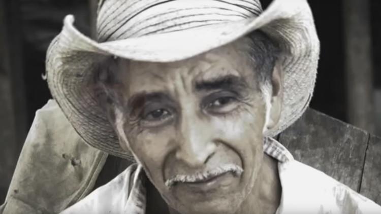 Un sexagenario cava 'el túnel de Dios' en El Salvador