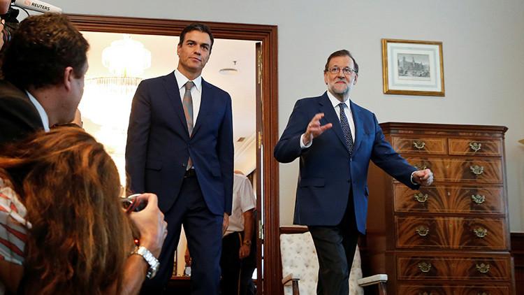 El presidente del Gobierno en funciones, Mariano Rajoy, y el líder del partido socialista, Pedro Sánchez, llegando a una reunión en el Congreso