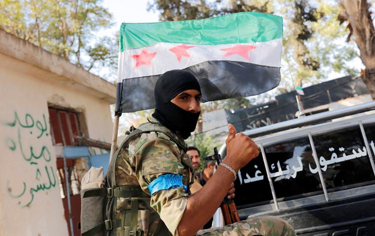 Un miembro del Ejército Libre de Siria en la ciudad de Yarablus, Siria, 31 de agosto de 2016.