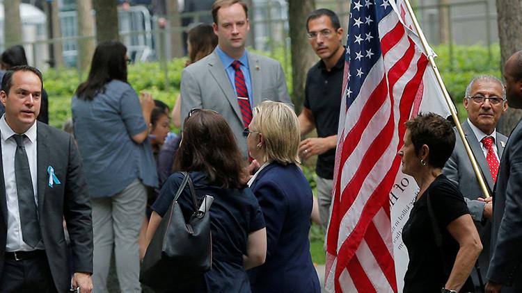 Hillary Clinton abandona la ceremonia del 11-S celebrada en el National September 11 Memorial en Nueva York.
