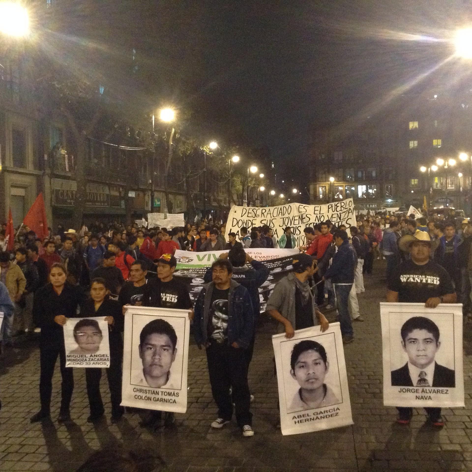Manifestación del 20 de noviembre de 2014 para exigir la aparición con vida de los 43 estudiantes de Ayotzinapa.