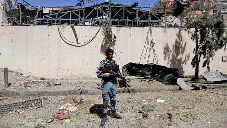 Un policía afgano en lugar de un atentado en Kabul, 6 de septiembre de 2016.