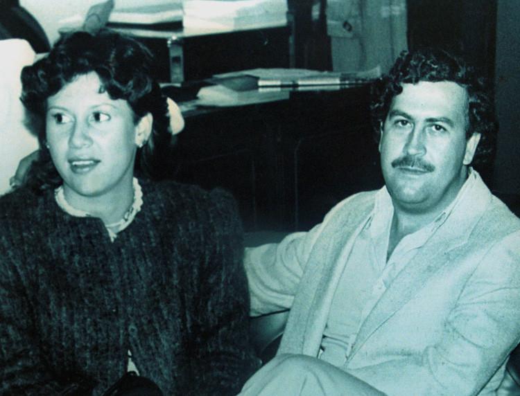 El capo colombiano Pablo Escobar y su esposa Victoria Henao aparecen en esta fotografía de archivo cuando Escobar era un miembro del Congreso de Colombia en 1983.