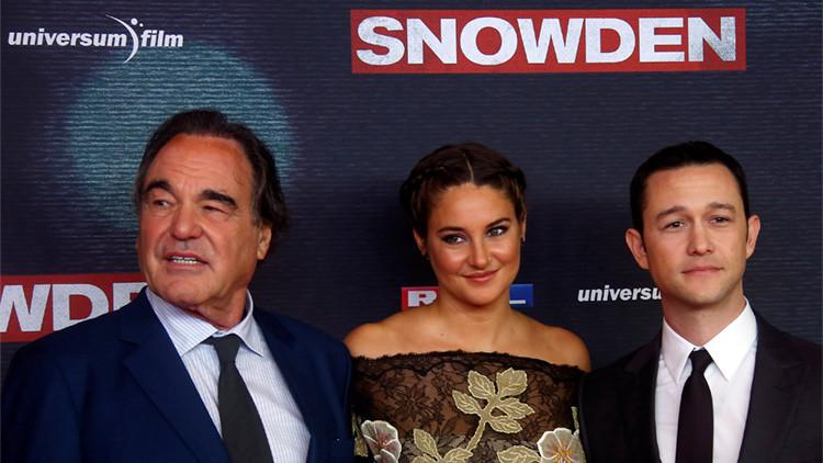 El director Oliver Stone, la actriz Shailene Woodley y el actor Joseph Gordon-Levitt durante el estreno europeo de la película 'Snowden' en Múnich (Alemania), el 19 de septiembre de 2016.