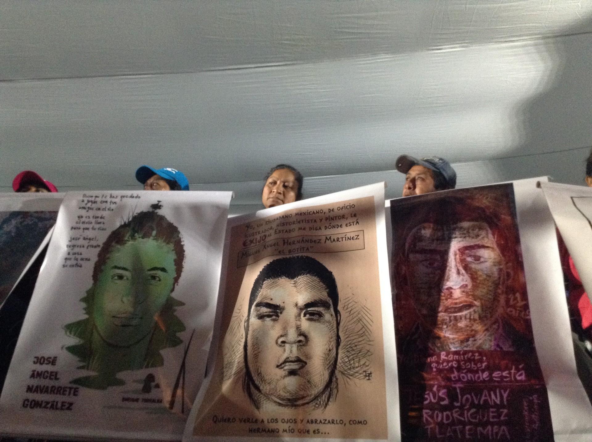 Familiares de los 43 normalistas de Ayotzinapa.