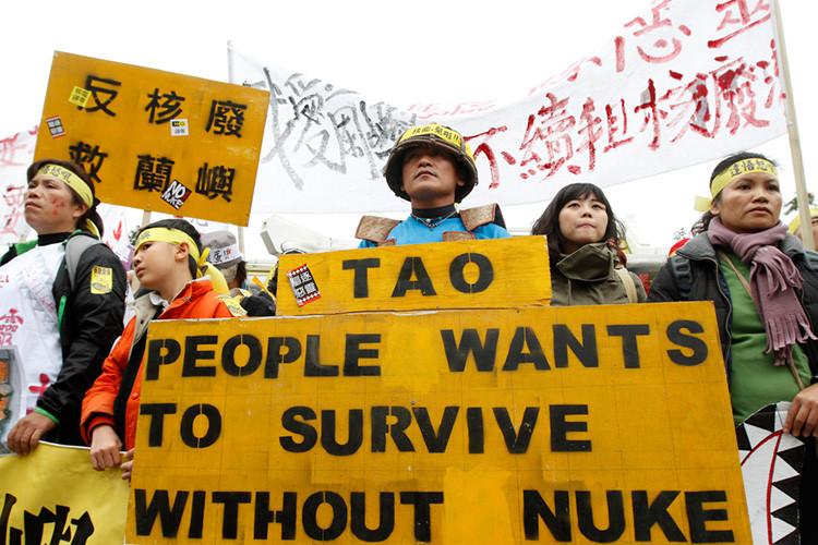 Protesta contra el almacén de residuos radioactivos Lanyu de la isla de las Orquídeas, Taipei, China, el 11 de marzo de 2012.