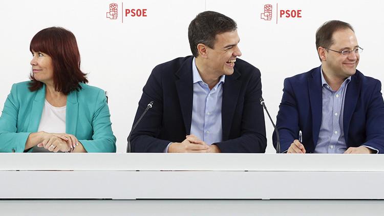 Pedro Sánchez junto a César Luena, secretario de Organización, y Micaela Navarro, presidenta de la Ejecutiva