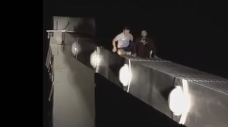 Se arrepiente de suicidarse desde un puente... pero tuvo un final trágico