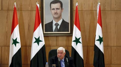 El ministro de Asuntos Exteriores sirio, Walid al-Moualem, está hablando durante una rueda de prensa en Damasco, Siria