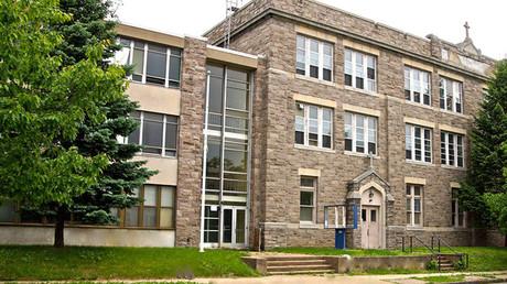 Fachada de la Academia Internacional de Trenton (EE.UU.)