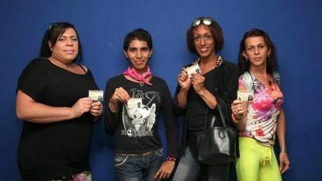 Activistas transgénero de la organización Divas de Venezuela tramitaron hoy su nueva cédula de identidad