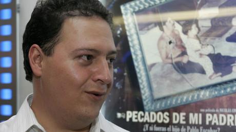 """Sebastián Marroquín, hijo del fallecido narcotraficante colombiano Pablo Escobar, fotografiado antes del estreno del documental """"Los Pecados de mi Padre"""" en Bogotá el 9 de diciembre del 2009."""