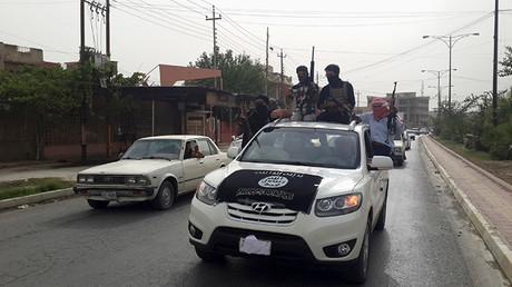 Un todoterreno del Estado Islámico en las calles de una ciudad iraquí
