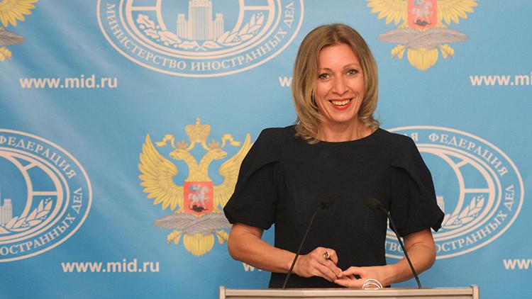 """Respuesta al """"despiadado Boris Johnson"""": Zajárova ridiculiza la """"nueva arma"""" de Londres contra Rusia"""