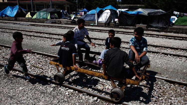 Niños sirios detenidos y maltratados por la Policía griega por llevar pistolas de juguete
