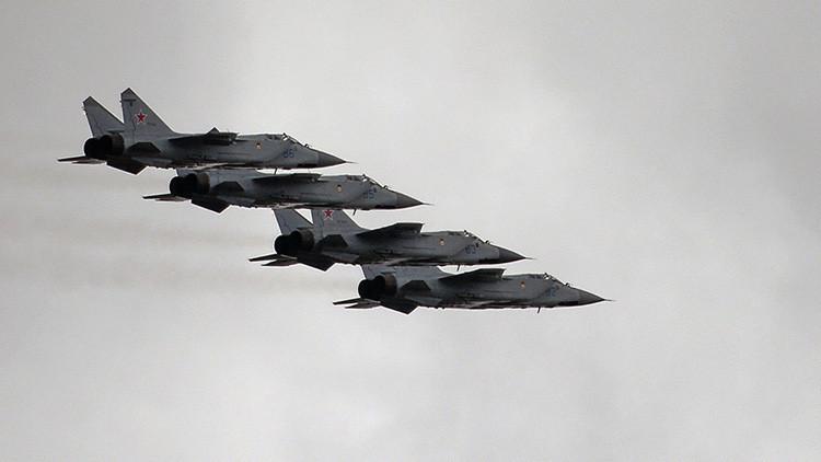 Video desde la cabina del piloto: un MiG-31 surca la estratosfera en el Lejano Oriente ruso