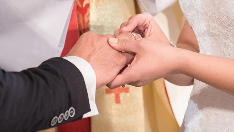 Todo queda en familia: un millonario estadounidense se casa con su nieta sin saberlo