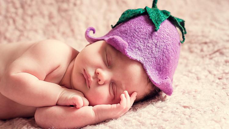 Foto: Debieron pagar 40 dólares a un hospital de EE.UU. para poder alzar a su bebé recién nacido